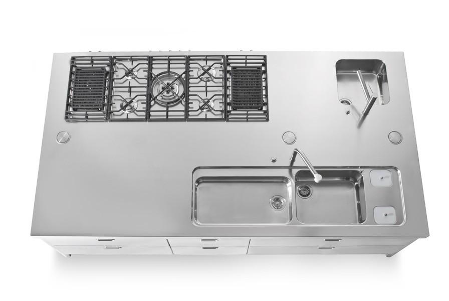 Große Kücheninsel aus Edelstahl mit 150 cm Tiefe und 280 cm Breite