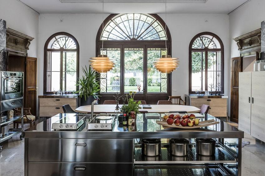 Edelstahl-Küche 250 cm - Spülen, Kochen, Lagern