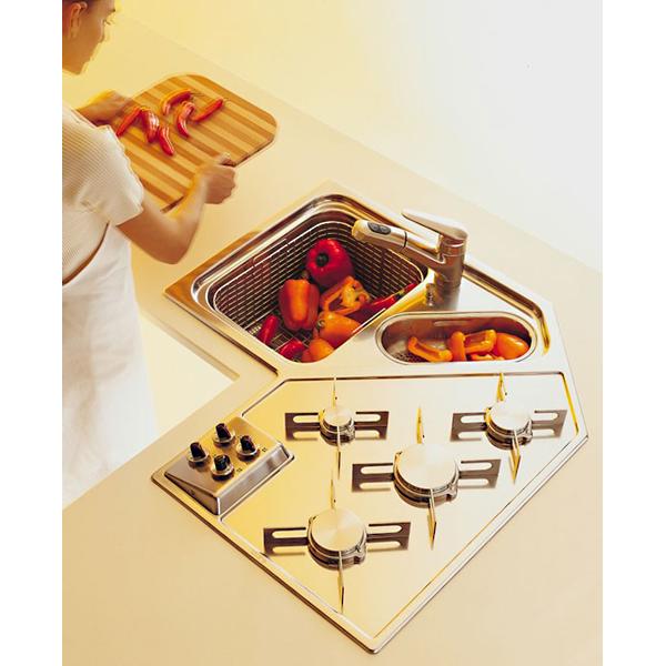 Edelstahl-Küchenecke mit Kochfeld und Spüle