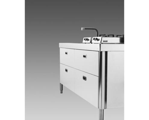 Küchenelement mit Klappkochfeldern und Spüle mit einem Becken und glatter Abtropffläche
