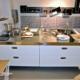 Küchenelement zum Spülen, Kochen, in Kombination mit einem Küchen-Lagerelement als Insel
