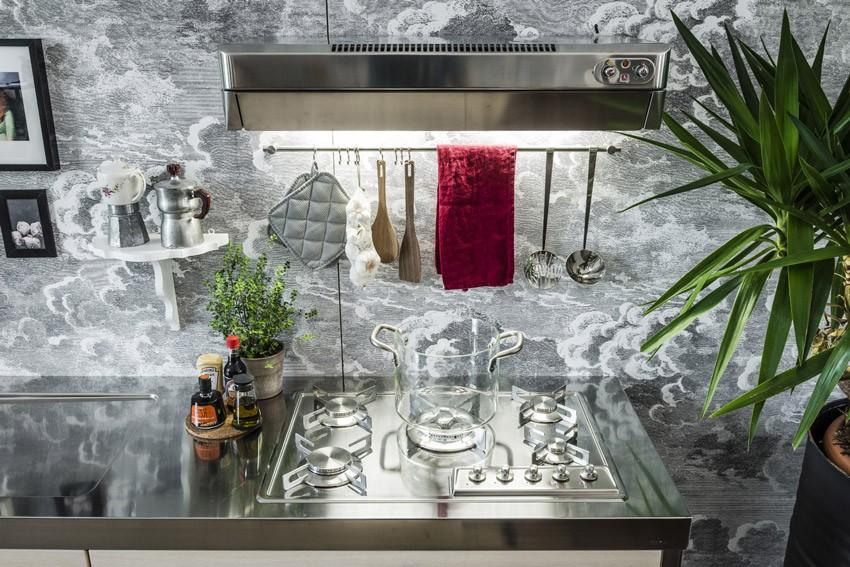 Küche aus Holz und Edelstahl 250 cm breit