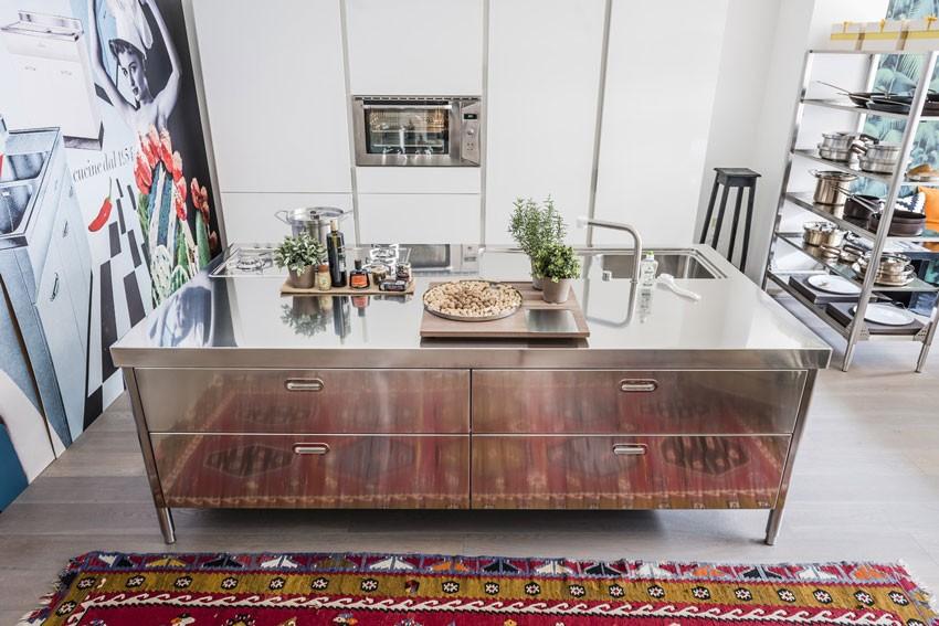 250cm-Küchenelement zum Spülen, Kochen, Aufbewahren