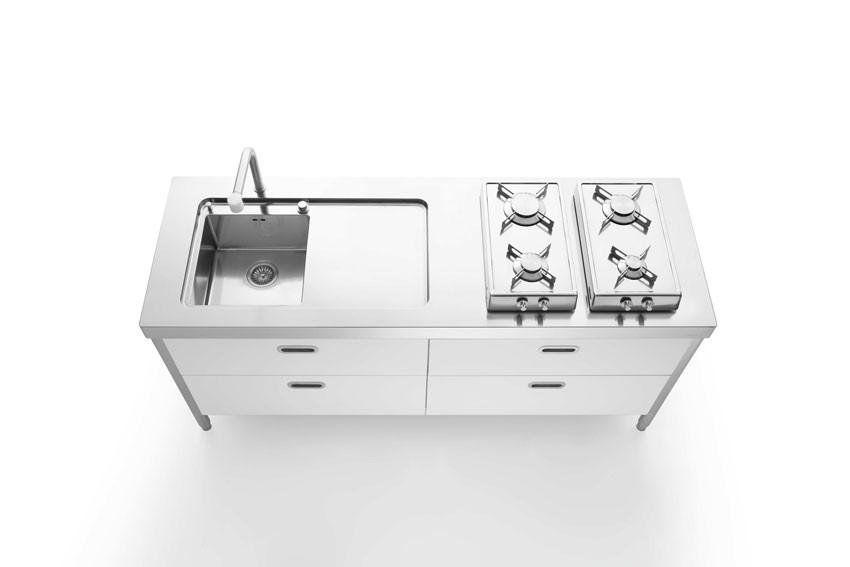 Edelstahlküche mit weißen Fronten, 190 cm