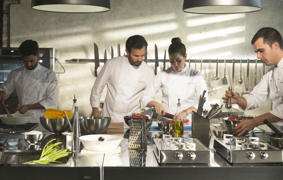 Zusammenstellung Edelstahl-Küchenmodule 195 x 320 cm